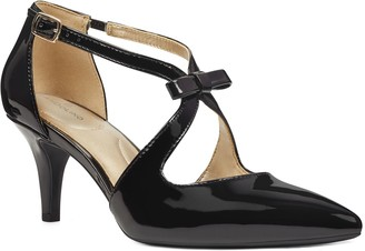 Bandolino Low Heel Dress Pumps with Bow Detail- Zeffer