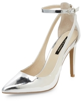 Ava & Aiden Cut-Out Classic Pump