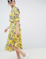 Minimum Moves By asymmetric hem floral skirt