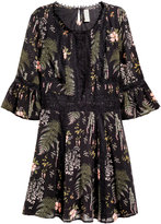 H&M Chiffon Dress with Lace - Black/botanical print - Ladies