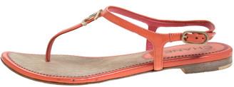 Chanel Orange Patent Leather CC Thong Flat Sandals Size 35