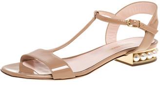 Nicholas Kirkwood Beige Patent Leather Casati Faux Pearl Embellished T Strap Sandals Size 38
