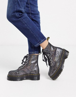 Dr. Martens Molly boot in pewter crackled leather