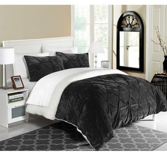 7-Piece Luxury Comforter Set in Black Pinch Pleated Ruffled and Pin Tuck Sherpa Lined, Queen