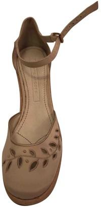 Marc Jacobs Beige Cloth Heels