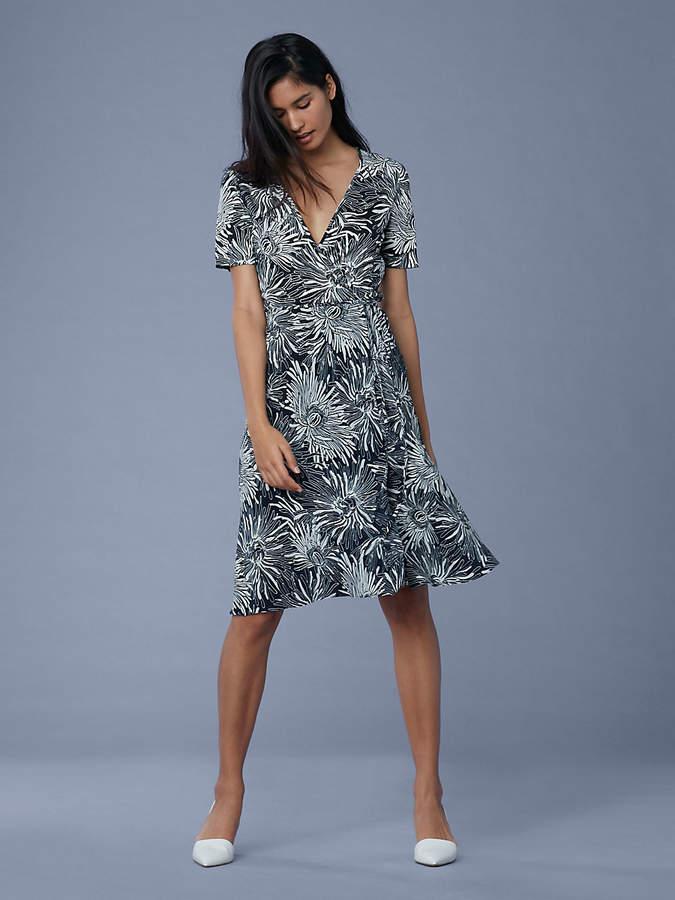 Diane von Furstenberg Short Sleeve Flared Silk Jersey Wrap Dress