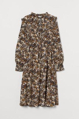 H&M MAMA Ruffled Collar Dress