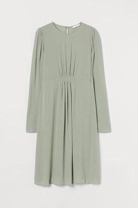 H&M MAMA Puff-sleeved Dress - Green