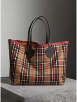 Burberry The Giant Reversible Tote in Tartan Cotton, Brown