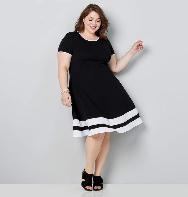 Plus Size Short Sleeve Skater Dress With Border Stripes