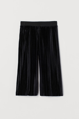H&M Pleated Velvet Pants