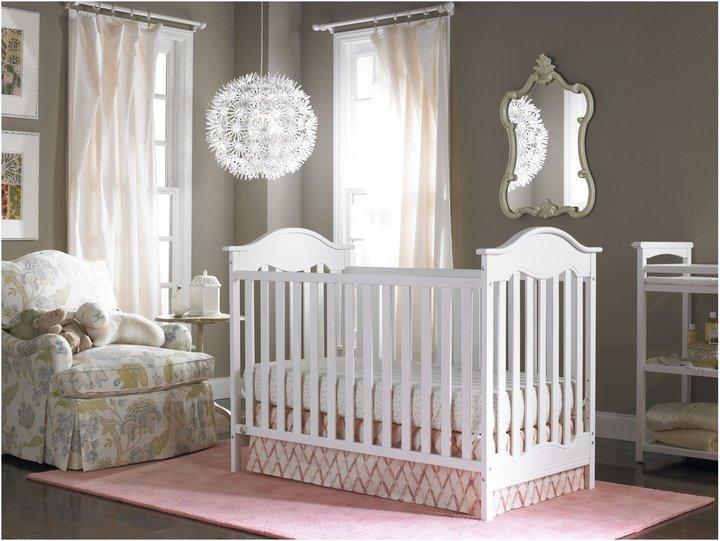 Fisher-Price Charlotte Traditional Crib-Snow White