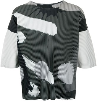 Homme Plissé Issey Miyake abstract print pleated T-shirt