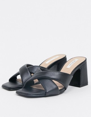 Stradivarius cushioned mule in black
