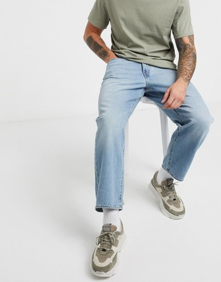Levi's Stay Loose cropped jeans in light vintage wash
