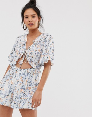 Moon River ditsy floral print ruffle playsuit-White