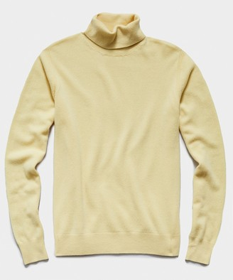 Todd Snyder Cashmere Turtleneck in Pale Yellow