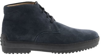 Tod's Winter Gommino Desert Boots In Suede