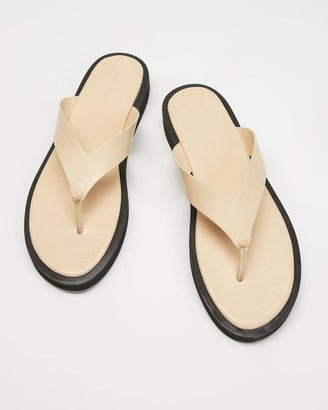 AERE - Women's Neutrals All thongs - Midform Leather Thong Sandals - Size 5 at The Iconic