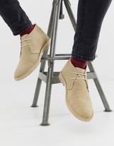Asos Design DESIGN desert chukka boots in stone suede