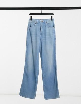 Wrangler Mom Relaxed Carpenter Jeans in sunfade