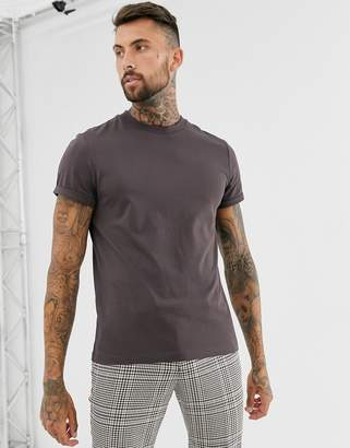 Asos Design DESIGN t-shirt with crew neck and roll sleeve in brown