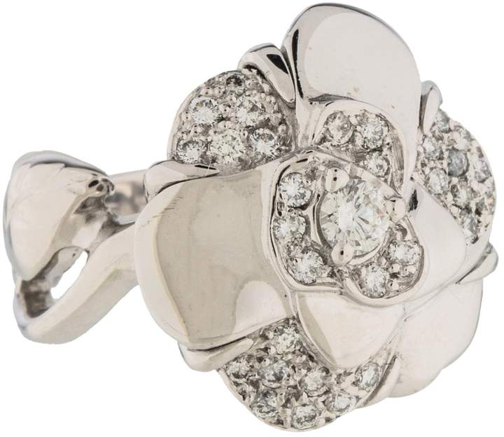 Chanel Camélia white gold ring