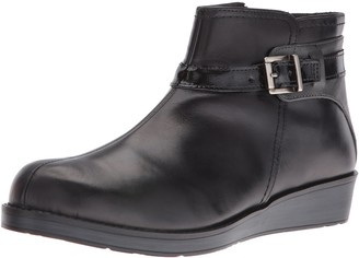 Naot Footwear Women's Cozy Ankle Bootie