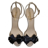 Second hand CHANEL ECRU SATIN PUMPS WITH BOW 37.5