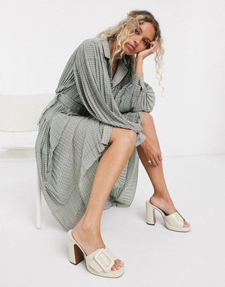 Object maxi shirt dress with pleating and volume sleeve in white spot
