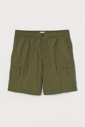 H&M Nylon Cargo Shorts - Green