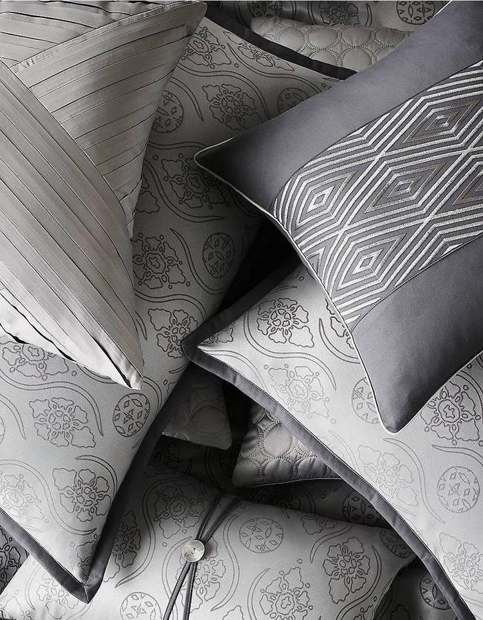Westminster GLUCKSTEINHOME 18' x 18' Pillow