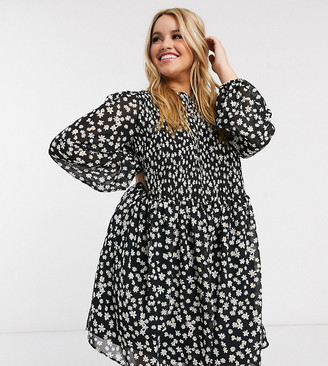 ASOS DESIGN Curve shirred mini smock dress in daisy floral print