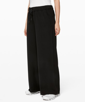 """Lululemon On the Fly Wide-Leg Pant 31""""*Woven"""