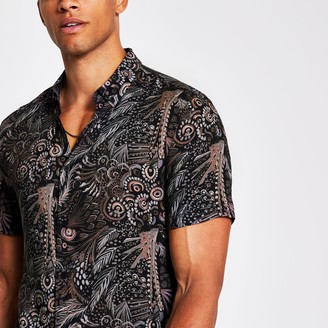 River Island Mens Black leaf print slim fit short sleeve shirt