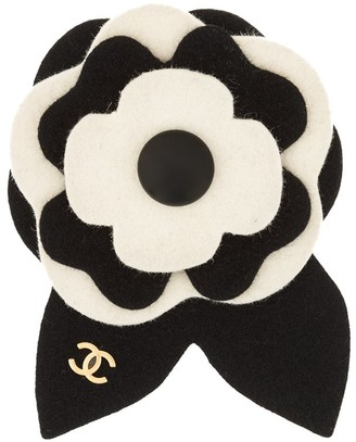 Chanel Pre Owned 2002 Camellia brooch