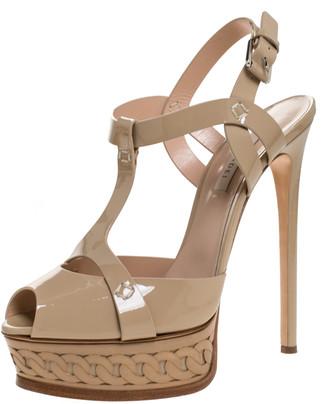 Casadei Beige Patent Leather T-Strap Platform Sandals Size 39.5