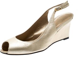 Stuart Weitzman Metallic Gold Leather Peep Toe Wedge Sandals Size 37