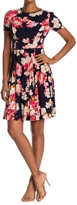 Maggy London Azalea Floral Short Sleeve Pleated Dress