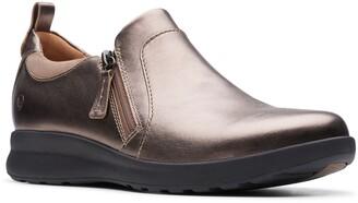 Clarks Un Adorn Zip Sneaker