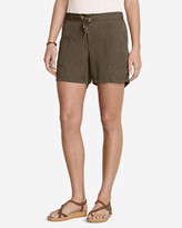 "Eddie Bauer Women's Slightly Curvy Tranquil 5"" Shorts"