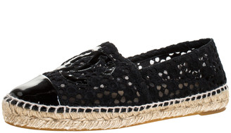 Chanel Black Lace And Patent Leather CC Espadrille Flats Size 37