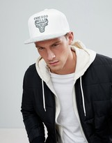 Mitchell & Ness Snapback Cap Chicago Bulls in Space Knit