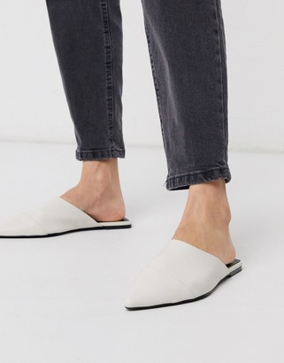 Who What Wear Davidson slip on mule shoes in cream