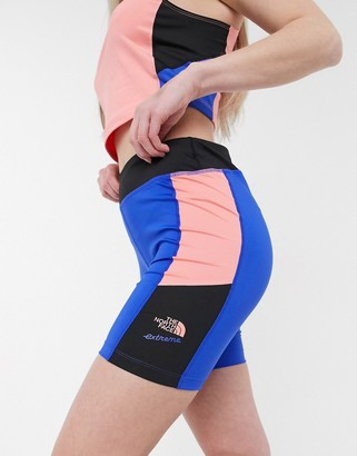 The North Face 92 Extreme short in blue