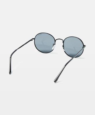 Quay Mod Star Sunglasses Black Smoke