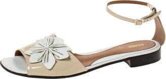Fendi White/Beige Lizard And Patent Leather Appliqued Flower Ankle Strap Flat Sandals Size 40