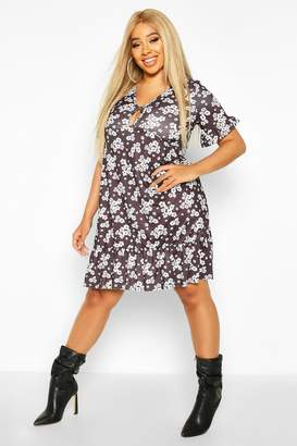 boohoo Plus Monochrome Floral Keyhole Smock Dress