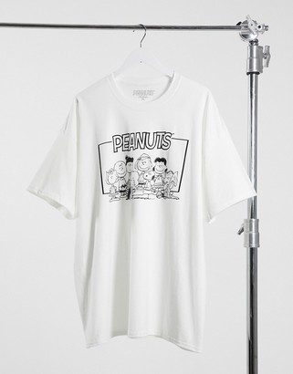 New Look oversized t-shirt with peanuts cast print in white
