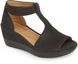 Clarks Wynnmere Avah T-Strap Wedge Sandal